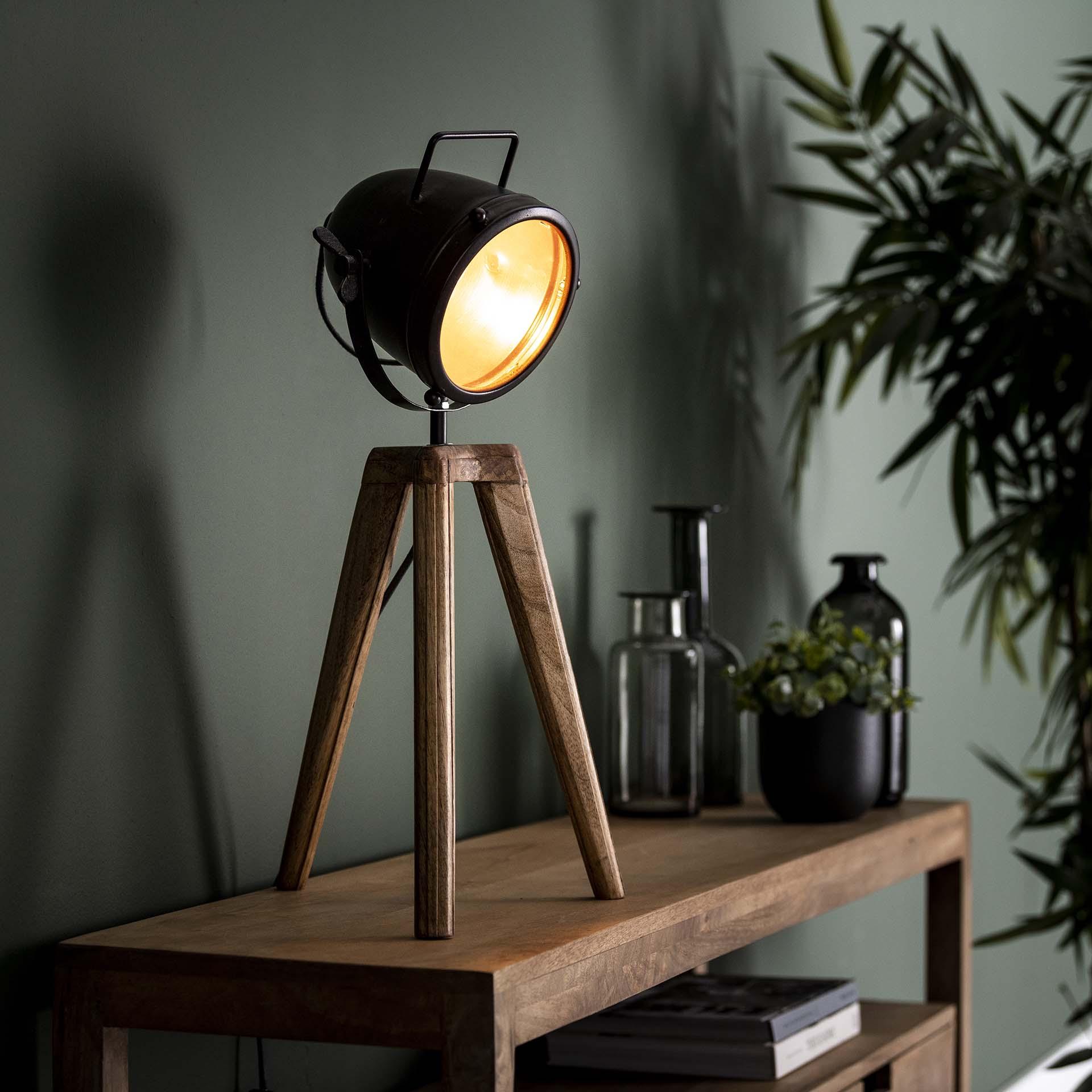 Tischlampe - Spot an - Spotbeleuchtung